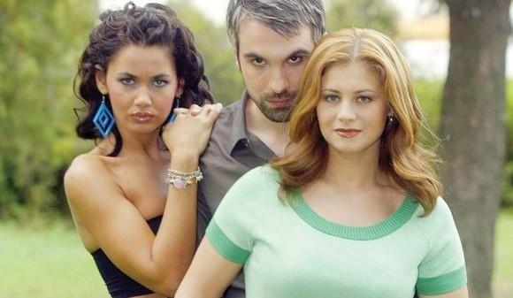 Îți mai amintești de CORINA DĂNILĂ, actrița de telenovele care a devenit celebră alături de ZĂVO? N-a mai apărut în public de ani buni! Vineri a venit la un eveniment și... Cum arată ACUM? Trebuie să vezi fotografia ASTA!