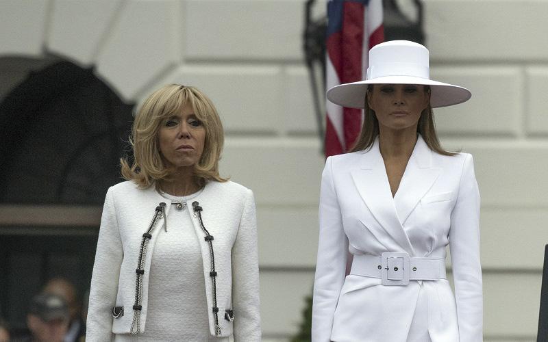 Melania Trump, suspectată că o copiază pe Beyonce! Prima Doamnă a SUA și Brigitte Macron, apariții memorabile