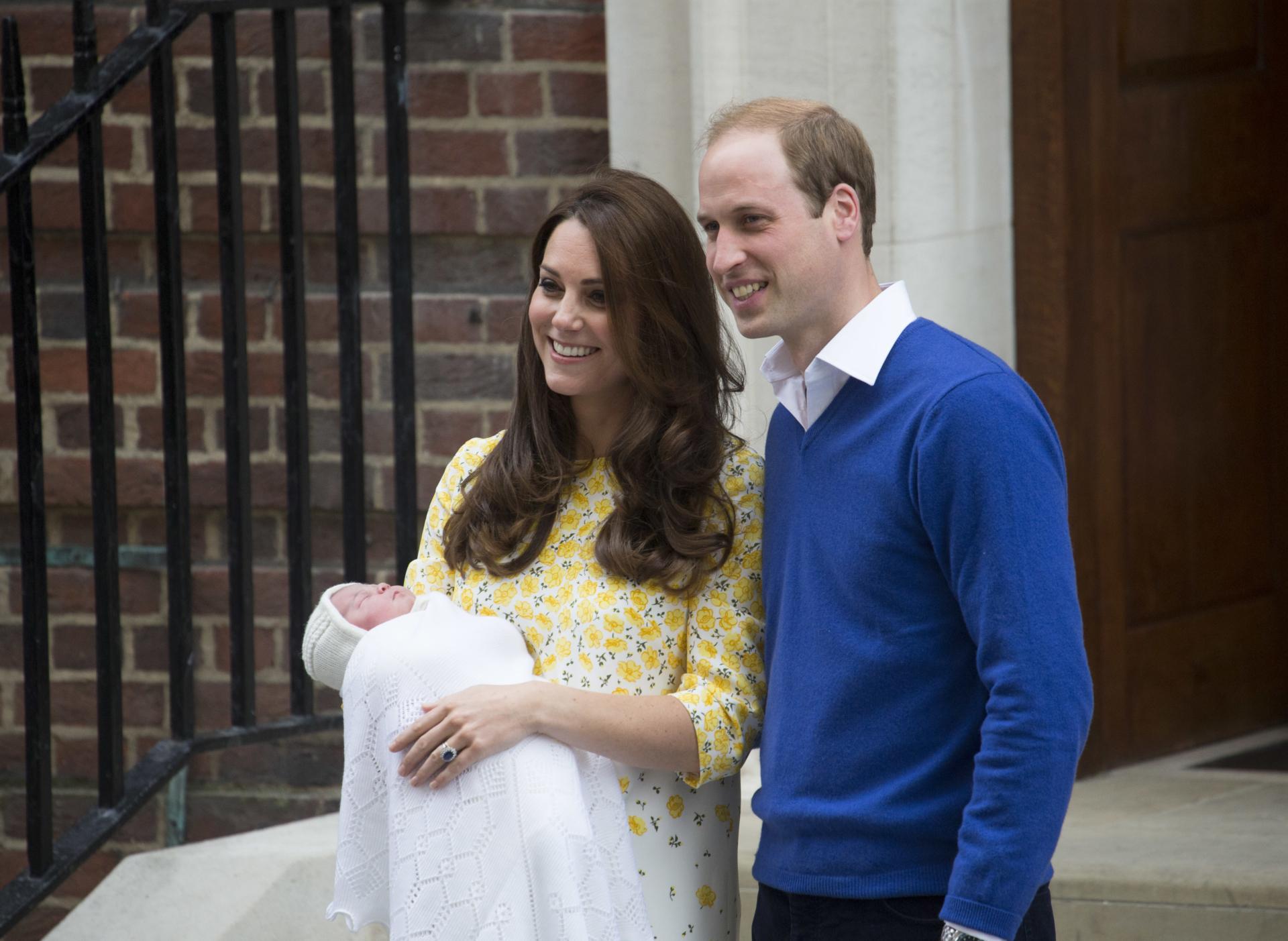 Primele imagini cu bebelușul regal! Ce nume i-au ales