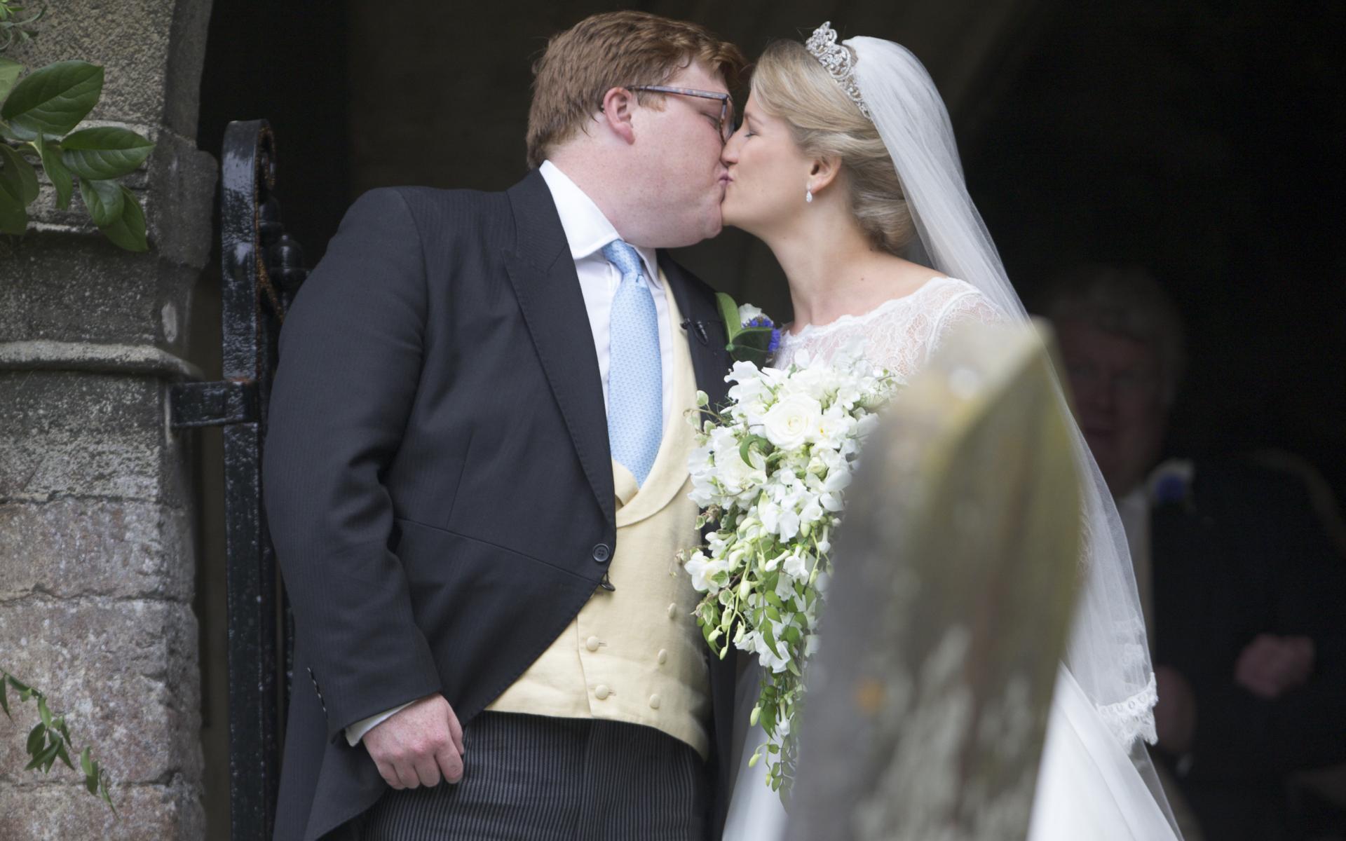 Tiara Prințesei Diana, purtată de Celia McCorquodale în ziua nunții ei! Bijuteria nu a mai fost văzută de la moartea regretatei Lady Di